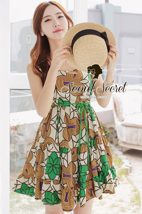 Seoul Secret Cool Girl Grass Green Tone Graphic Print