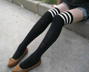 ถุงเท้ายาว สีดำคาดขาว