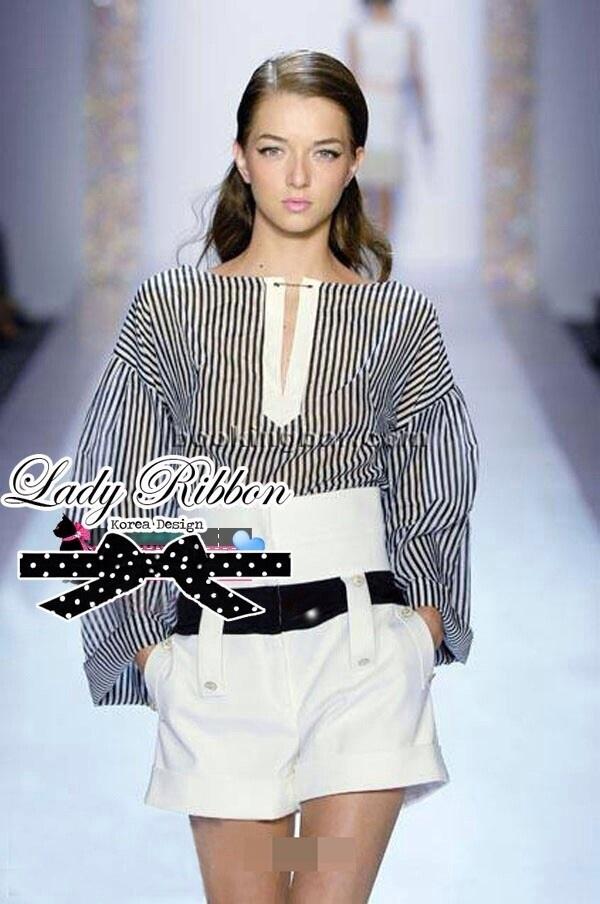Lady Ribbon ชุดเซ็ตเสื้อลายทางกับกางเกงขาสั้นเอวสูง