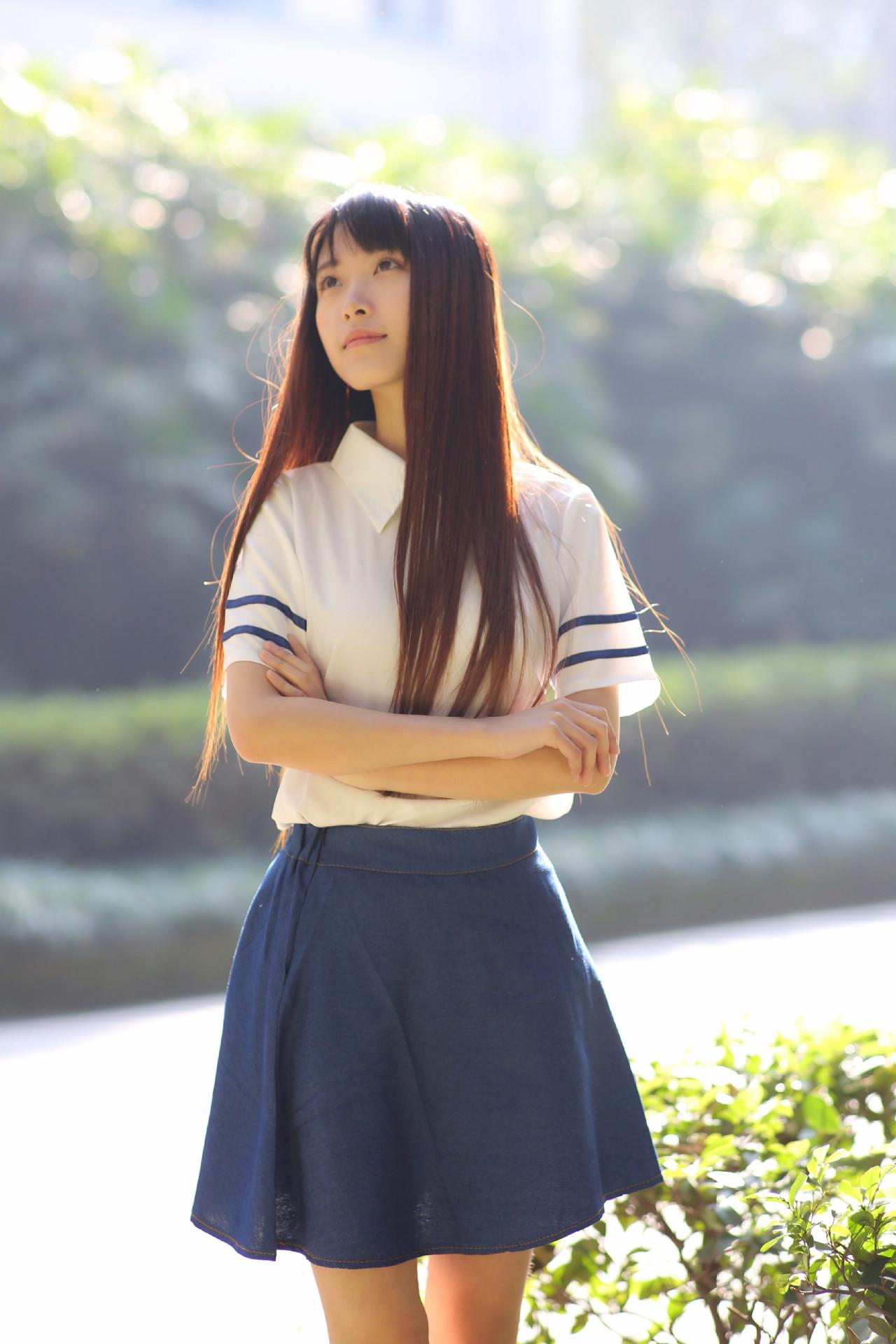 ชุดนักเรียนแฟนซี เสื้อสีขาวแต่งแถบน้ำเงิน คอปกเชิ้ต (ซิปหลัง) พร้อมกระโปรงทรงเอผ้ายีนส์แบบบาง ยางยืดหลัง