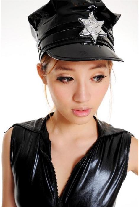 หมวกตำรวจแฟนซี หมวกตำรวจคอสเพลย์ หนังแก้วสีดำ มีปีก แต่งดาวสีเงิน