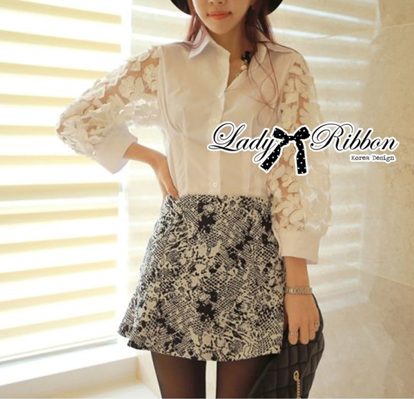 Lady Ribbon เสื้อเชิ้ตสีขาว ตกแต่งลวดลายดอกไม้ช่วงแขน