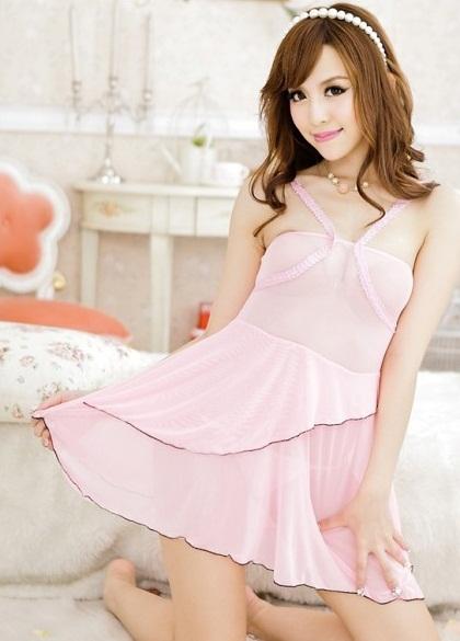 ชุดนอนน่ารัก สีชมพูสายด้านหน้ารูปตัววี กระโปรงบานขอบขลิบสีเงิน (พร้อม กกน.เข้าชุด)