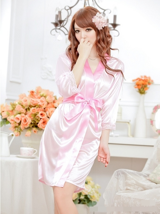 ชุดนอนแบบชุดคลุม สีชมพูอ่อนสวยหวาน ผูกโบว์ที่เอว แขนยาวชายลูกไม้ (พร้อม กกน.เข้าชุด)