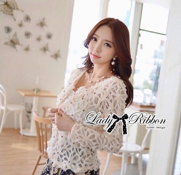 Lady Ribbon เสื้อแจ๊คเก็ตซีทรู ประดับผ้าขดลายดอกไม้