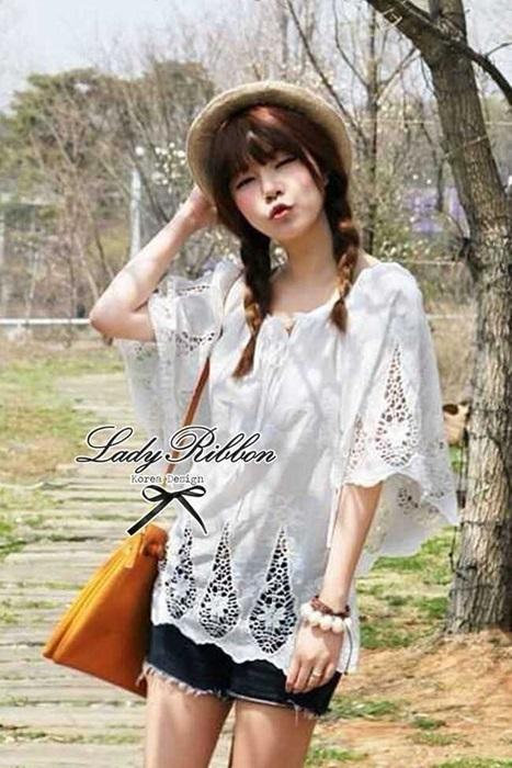 Lady Ribbon เสื้อสีขาวประดับลูกไม้ ทรงหลวม
