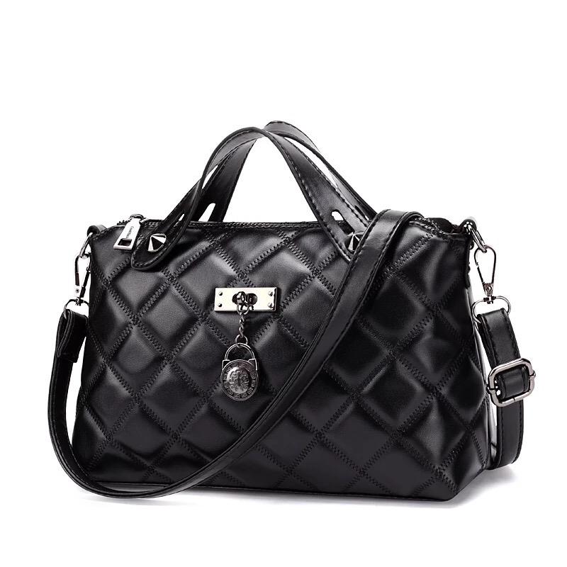 กระเป๋าสะพายข้าง Oblique Cross