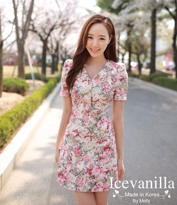 Ice Vanilla มินิเดรสแขนสั้น ผ้าพิมพ์ลายดอกไม้พาสเทล