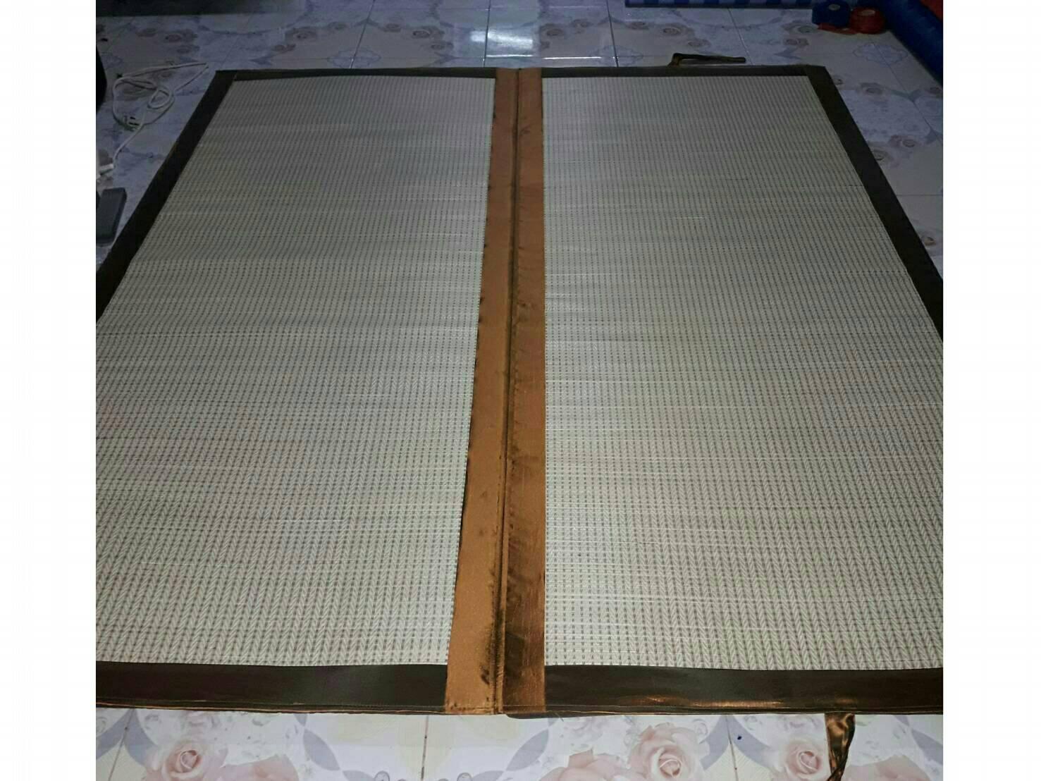 ที่นอนกกทอเครื่อง บุฟองน้ำ 1 นิ้ว ลายญี่ปุ่น ขอบผ้าไหมเหลืองทอง ขนาด 180cm.x200cm. แบบแผ่น (พับ)