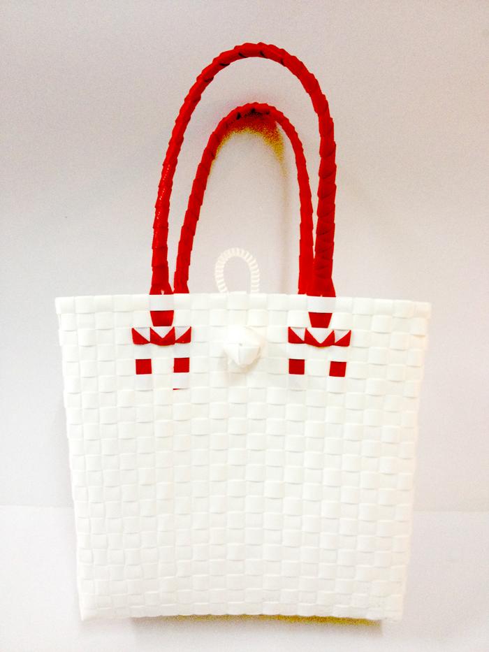 กระเป๋าเล็ก ก้นเหลี่ยม หูสีแดง(AUS-F6)ขนาดโดยประมาณ กว้าง 10 cm.ยาว 28 cm.สูง 26cm.