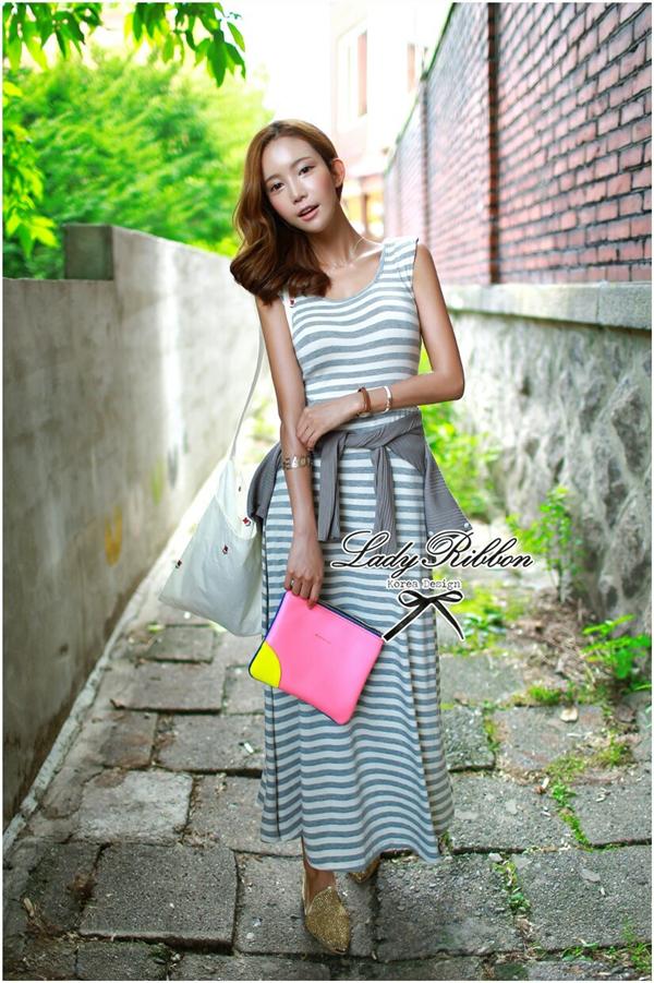 Lady Ribbon Striped Maxi Dress เดรสยาวแขนกุด ลายทางทรงบอดี้คอน