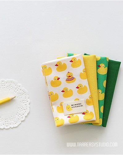 ผ้าคอตต้อนเกาหลีจัดเซต small rubber duck four kinds ขนาด 27.5x45cm จำนวน 4 ชิ้น