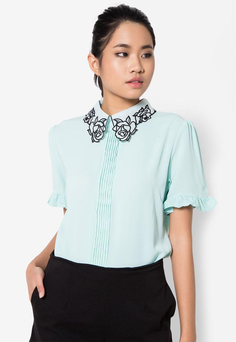 เสื้อเบลาส์ Rosette Patch Pintuck