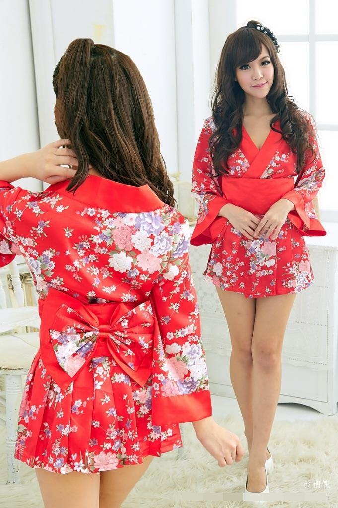 ชุดกิโมโน ยูคาตะแฟนซีแบบ 2 ชิ้น แยกเป็นเสื้อและกระโปรงจีบรอบ สีแดงลายซากุระ ขอบและคาดเอวสีแดง (พร้อม กกน.เข้าชุด)
