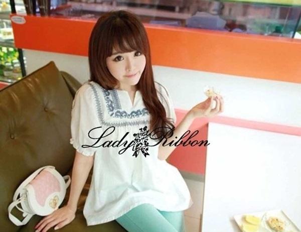 Lady Ribbon เสื้อตัวยาวปักครอสติส แขนตุ๊กตา สีขาว สีกรมท่า