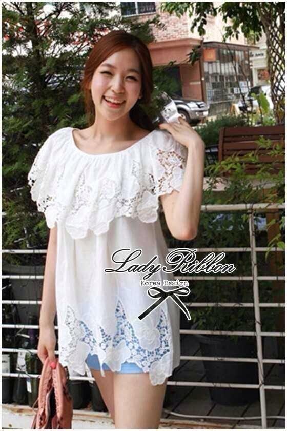 Lady Ribbon เสื้อลูกไม้สีขาว ดีเทลระบาย ปักฉลุลายดอก