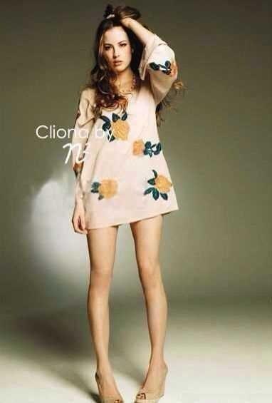 Cliona มินิเดรสสีพาสเทล สไตล์โบฮี่เมี่ยน ปักดอกกุหลาบสีส้ม