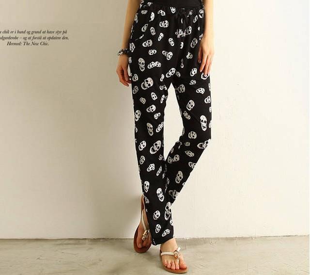 กางเกงขายาว พิมพ์ลายหัวกะโหลก เอวยางยืด มีกระเป๋าข้าง สีดำ
