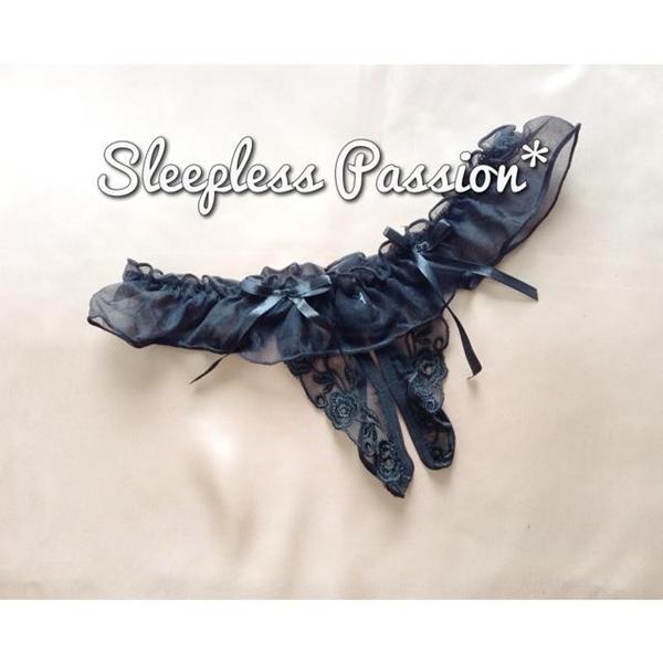กางเกงในเปิดเป้าสุดเซ็กซี่ ซีทรูดำปักลายดอกไม้สีดำ ระบายรอบเอวแต่งโบว์ (ด้านหลัง T-Back)
