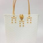 กระเป๋า ก้นเหลี่ยม หูสีทอง (AU-F13)ขนาดโดยประมาณ กว้าง 10 cm.ยาว 35 cm.สูง 34 cm.