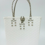กระเป๋า ก้นเหลี่ยม หูสีน้ำตาลคาดครีม ขนาดโดยประมาณ กว้าง 10 cm.ยาว 35 cm.สูง 34 cm.