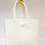 กระเป๋า ก้นเหลี่ยม หูสีขาว (AU-Wh)ขนาดโดยประมาณ กว้าง 10 cm.ยาว 35 cm.สูง 34 cm.
