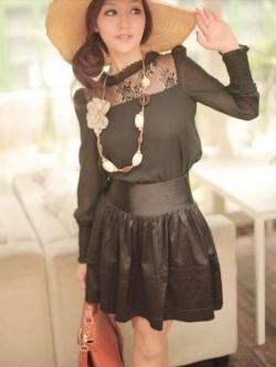=หมด=เสื้อ ผ้าชีฟอง ตัดต่อผ้าลูกไม้และไหมพรมถัก สม็อคที่ปลายแขน มีซับใน สีดำ
