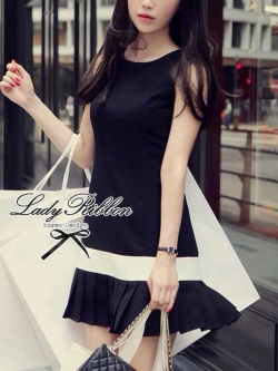 Lady Ribbon เดรสสีดำ ตัดขอบขาว ดีเทลชายกระโปรงอัดพลีท