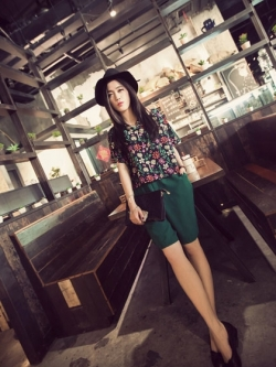 ชุดเซ็ทเสื้อผ้าชีฟอง พิมพ์ลายดอกไม้ กางเกงสีเขียว