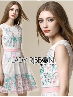 Lady Ribbon เดรสผ้าลูกไม้ปักลาย