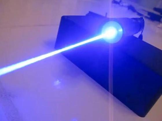 เลเซอร์ฟ้า Blue laser ไกล 4 km ทะลุกระดาษ